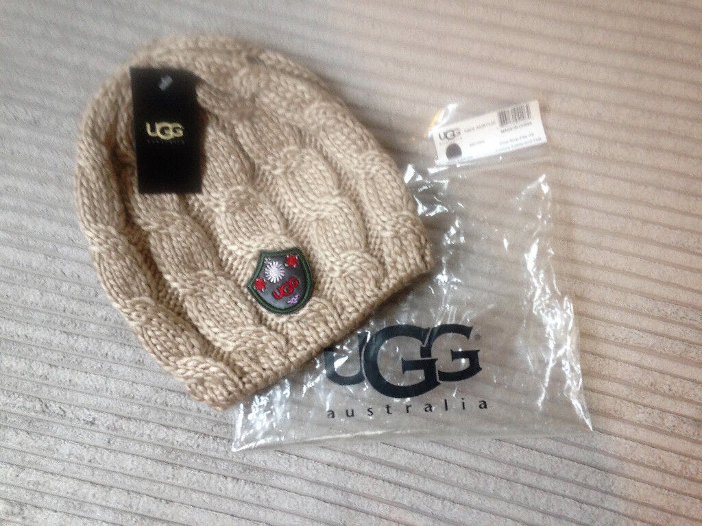 **BRAND NEW AND PACKAGED** Genuine Ugg Luxury Cable Knit Hat in beige