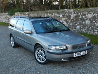 VOLVO V70 2.4 SE (170 bhp) ESTATE, AUTO, PETROL. LONG MOT. TOWBAR, SUNROOF, MANY EXTRAS.