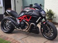 2011 DUCATI DIAVEL CARBON RED - Stunning bike, had 5 year service completed, Remus exhaust fitted