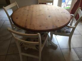 Lovely table with 4 chairs