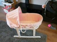 Kinder vally Moses basket and rocking stand