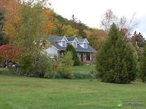 408 000$ - Maison 2 étages à vendre à Ste-Beatrix