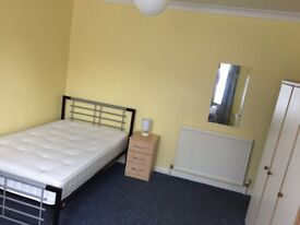 LARGE ROOM CENTRAL WATFORD IN FRIENDLY SHARED HOUSE