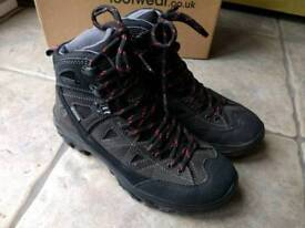 Anatom V3 Walking boots Size 5 - Hardly Worn