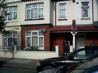 Modern clean 4 double bedroom house available on Ashvale Rd. 5mins walk to Tooting Broadway Tube