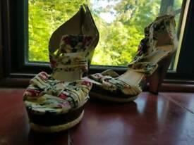 Flowery heels. Size 6