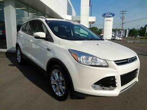 2016  Escape AWD Titanium/Finance 2.9%/Nav/Toit/Bluetooth