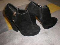 BLACK BOOTS\SHOES