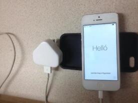 Apple IPhone 5 64GB White Unlocked - Very Good Condition