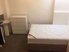 Double Room to Rent in an Ideal location, All Bills Included. Available Now.