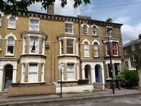 Seconds from brixton - Spacious 3 bed with Garden