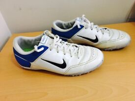 Men's Nike football trainers, size 7, bargain at only £15