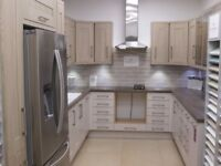 Kitchen, ex-display: MACKINTOSH TREND PAINTED CASHMERE & TREND SAND OAK