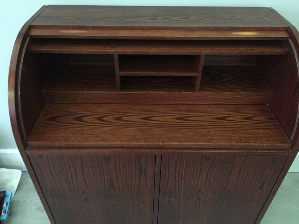 Good Quality Roll Top Desk Plenty Of Storage Pull Out Shelf Great Starter For Young Person