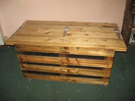 recycled pallet coffee table/storage trunk /toy box