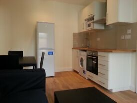A lovely 2 double bed flat in an excellent location near tube and shops, W6