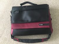 "NE Belkin Laptop messenger bag (15"")"