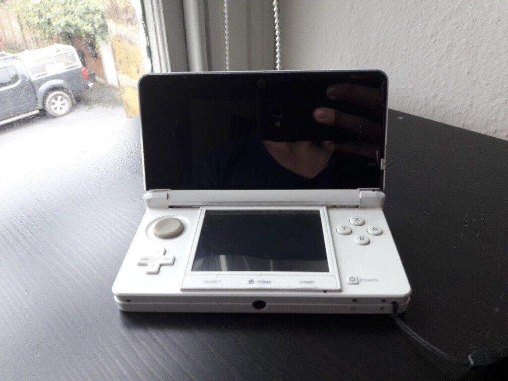 Nintendo 3ds - good condition, white