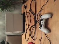 White PS4 500GB (2 games) (1 Controller) (Charging/Cooling Stand)