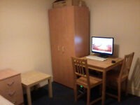 Lovely double room , opposite Norbury train Station SW16 4AD, No agent fees!