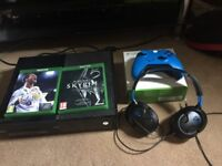 Xbox one 1TB with Fifa 18,Skyrim, BRAND new Xbox controller and turtle beach headset. £210