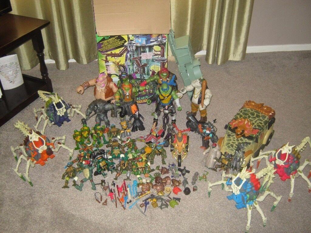 Teenage Mutant Ninja Turtles Lair Vehicles 4 Large Figures 35 smaller figures £150ovno