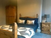 ** Working? Look! Professional House Share. Walk to the Centre. ** No Deposit ** £90 pw Bill Inc