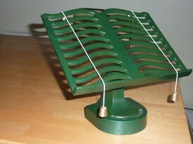 Cast Iron Victor Cook Book Stand in Green. Excellent condition - hardly used.