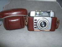VINTAGE ILFORD 35 MM CAMERA