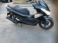 Honda pcx 125 2100 Miles excellent condition 1 owner sh,nmax,scooter, service history and manual