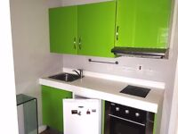 large studio flat in hendon, ideal for Middlesex uni students ,available now ,must be seen £185 PW