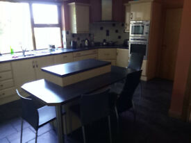 ROOM RENT DOUBLE PORTADOWN INCLUDE ALLBILL ELETRIC HEATING BROADBAND HOUSE CLEANED WEEKLY GREAT AREA