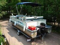 18ft 8 PERSON 1999 PONTOON BOAT W TRAILER