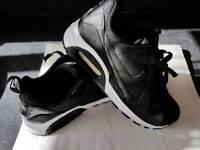 Nike air max black black as new condition