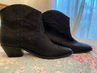 Brand New Ladies boots from Next Size 5 1/2