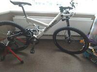 cannondale Super V mountain bike.