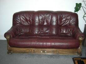 Leather and wood SOFA 6x3x3ft