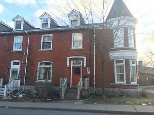 ATTN STUDENTS: SPACIOUS 7 BED, GREAT LOCATION! 162 Earl St