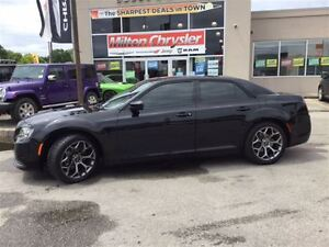 2016 Chrysler 300 S|LEATHER|PANORAMIC SUNROOF|8.4