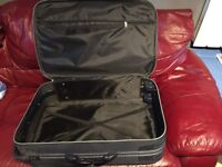 🌈sun sun🌈large pick suitcase/luggage on wheels Dundee/delivery 🌈sun sun🌈