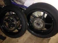 Yamaha R6 wheels and discs with wet tyres