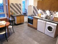 2 Bedroom Flat with Dining Kitchen in West End Available from 2/12/17