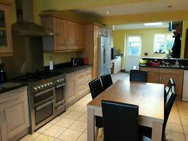 Single room in spacious 3 bed house