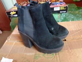 RIVER ISLAND BOOTS SIZE 2