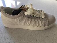 White size 7 BNWT casual jack jones shoe