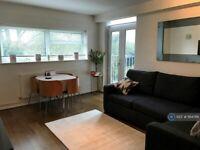 1 bedroom flat in Cranemead Court, Twickenham, TW1 (1 bed) (#1164766)