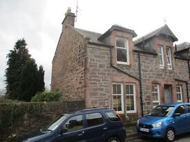 Spacious 2 bed flat in Crieff town centre.