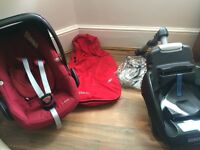 Used excellent condition Maxi Cosi Pebble, adaptors, rain cover, footmuff & easy base 2
