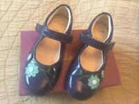 Clarks girls shoes size 8 1/2 E