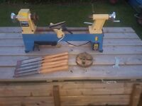 Wood lathe with chuck and 5 chisels